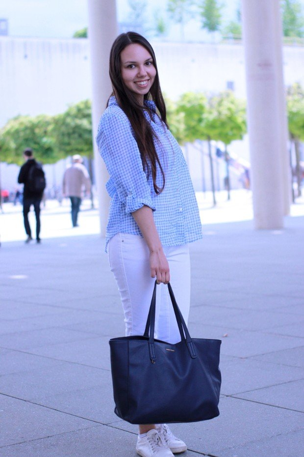 [Outfit] Throwback to White Summer Jeans