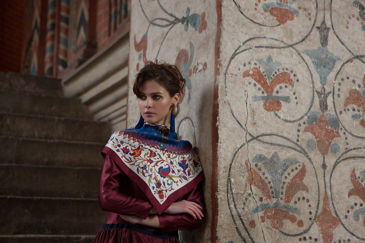 Бренд Sirinbird сделал шелковую коллекцию платков специально для Исторического музея