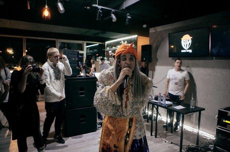 Видеоблогер Джарахов с Бабой Ягой зачитали рэп «Баба с бородой»