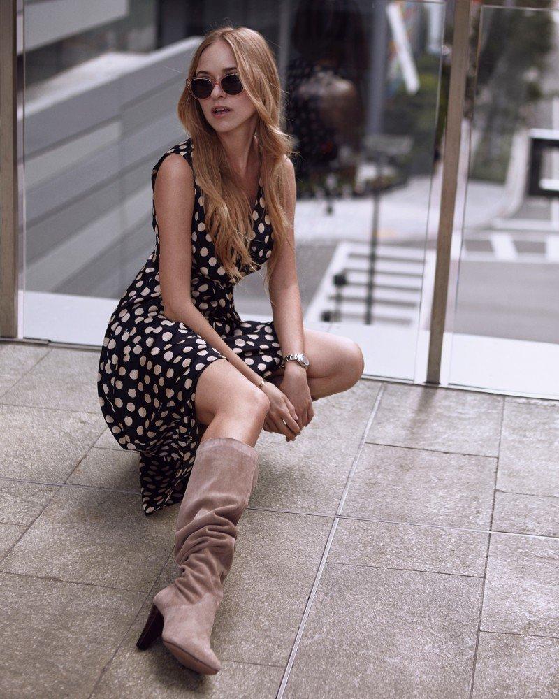 Модные сапоги гармошкой 2019 : что это за тренд и как стильно его обыграть !?