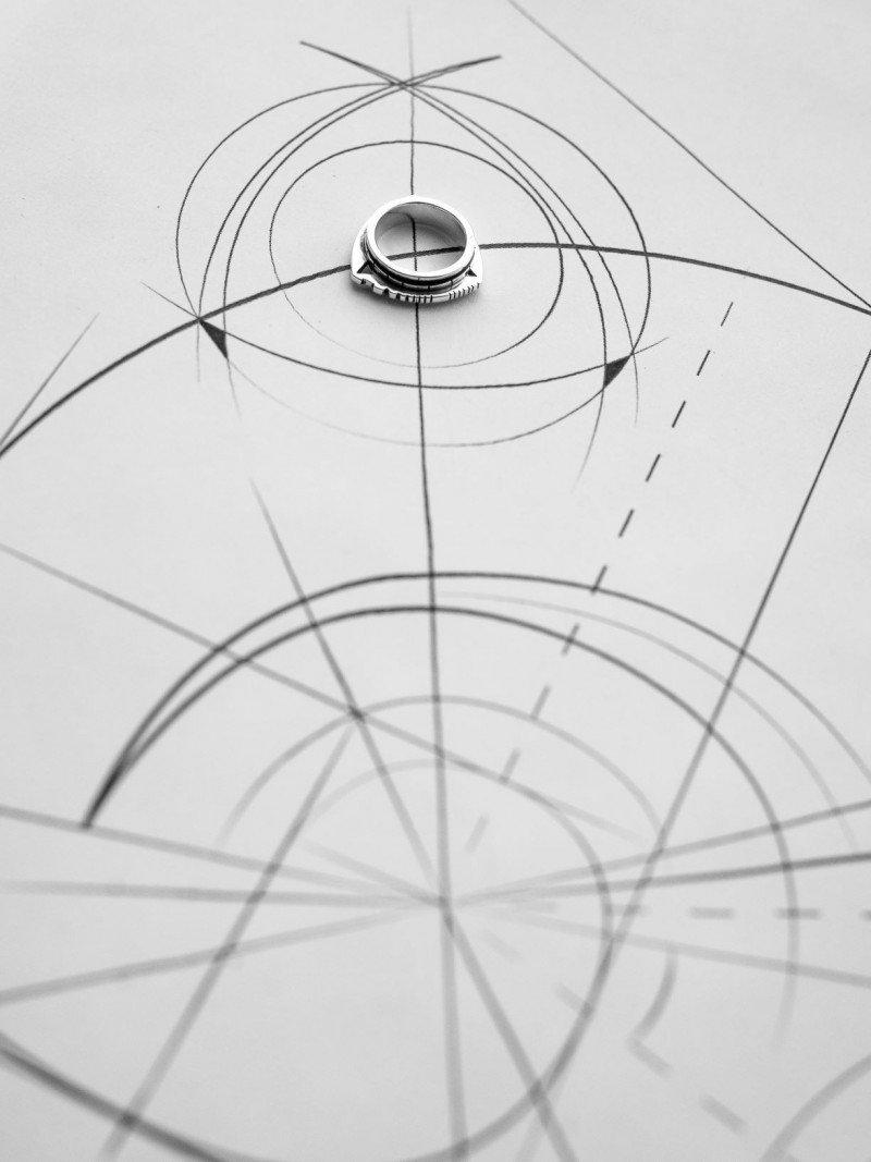 Геометрия и инженерная точность в новой коллекции Delta бренда Miro atelier
