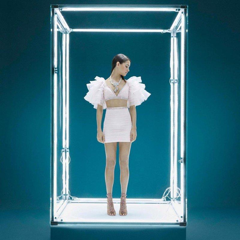 Кендалл Дженнер показала платье из новой коллекции Giambattista Valli и H&M