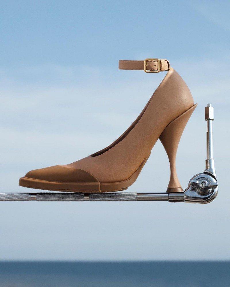 Как сделать ноги визуально стройнее?
