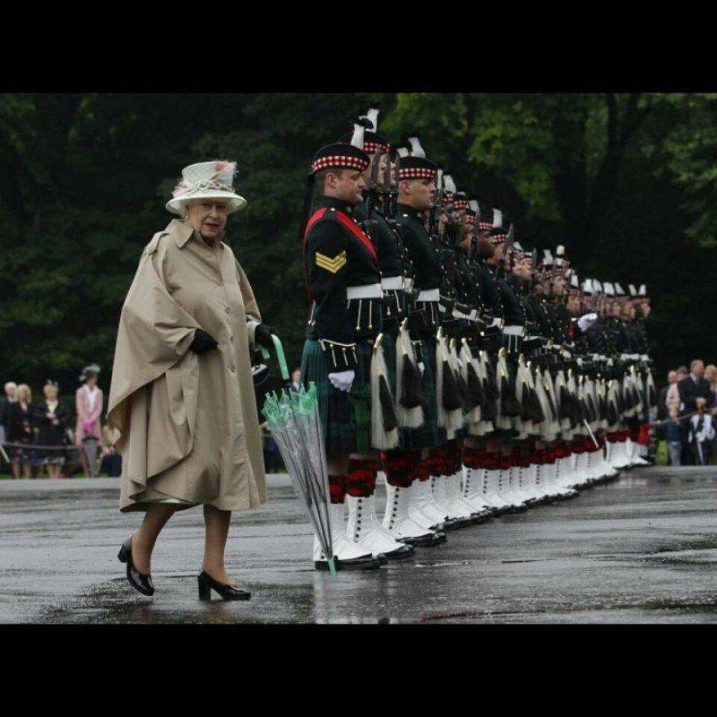 Британская королева отказалась от натурального меха