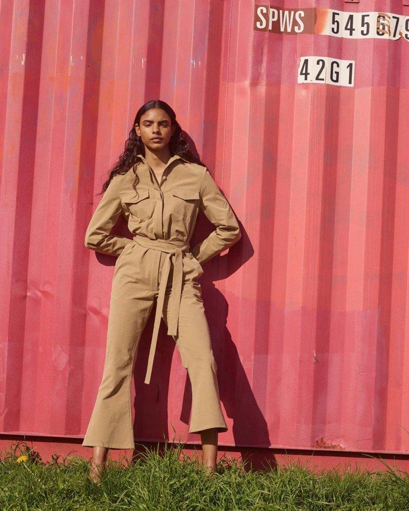 Мэгги Хьюитт запустила базовую линейку устойчивой одежды Somewhere