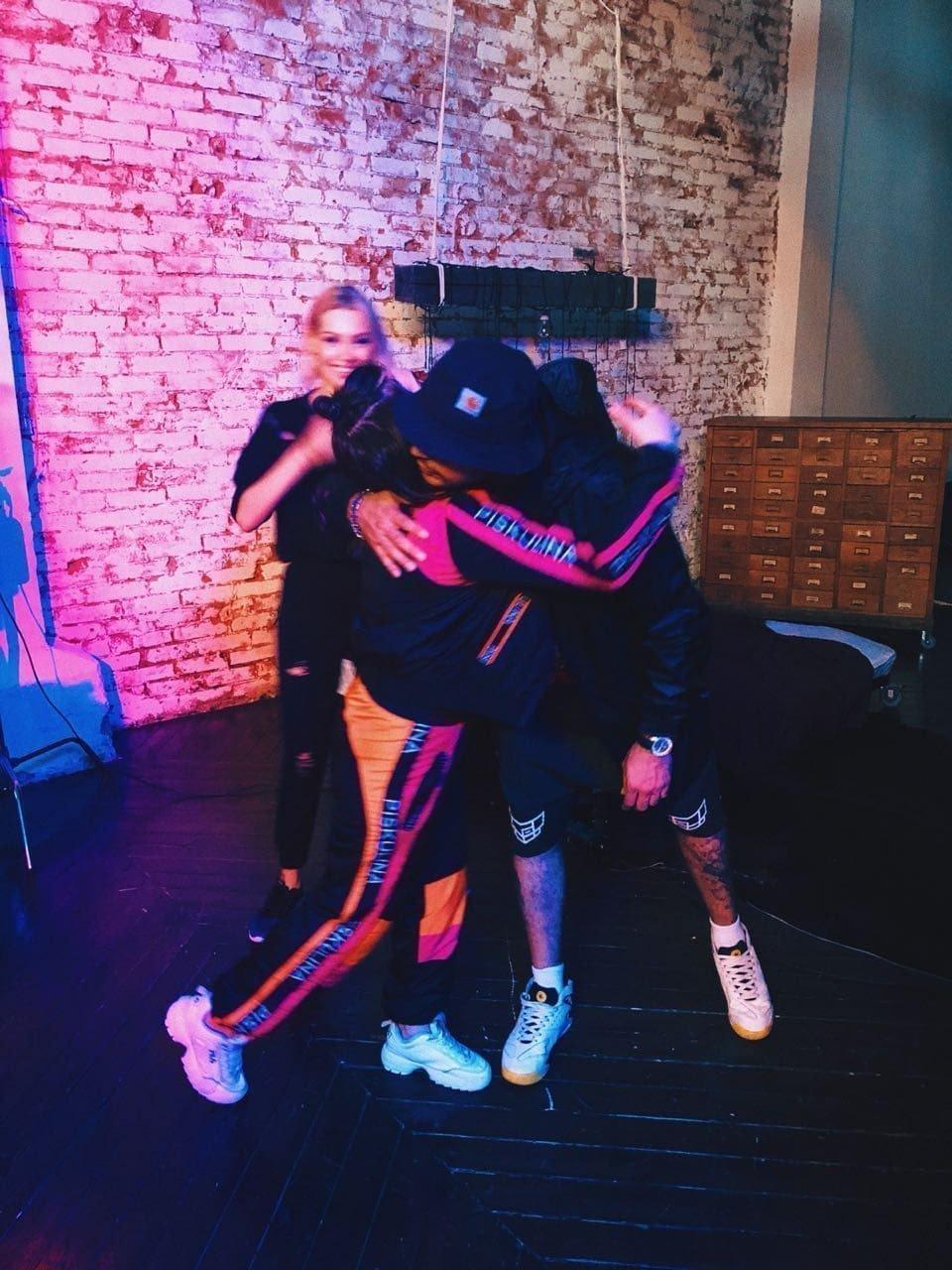 """Настя Матафонова благодаря сайту знакомств сняла новый клип на песню """"МЫ"""""""