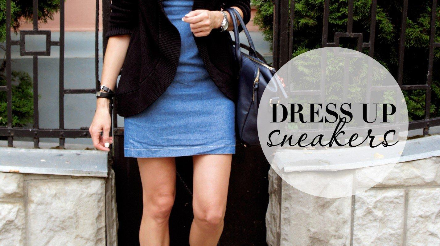Платье и кроссовки.
