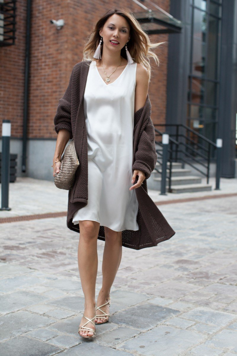 Белое платье на осень