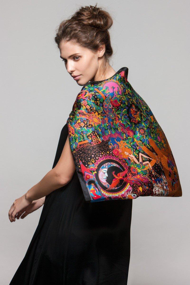 Бренд Sirinbird выпустил новый шелковый платок по мотивам сказок А.С.Пушкина