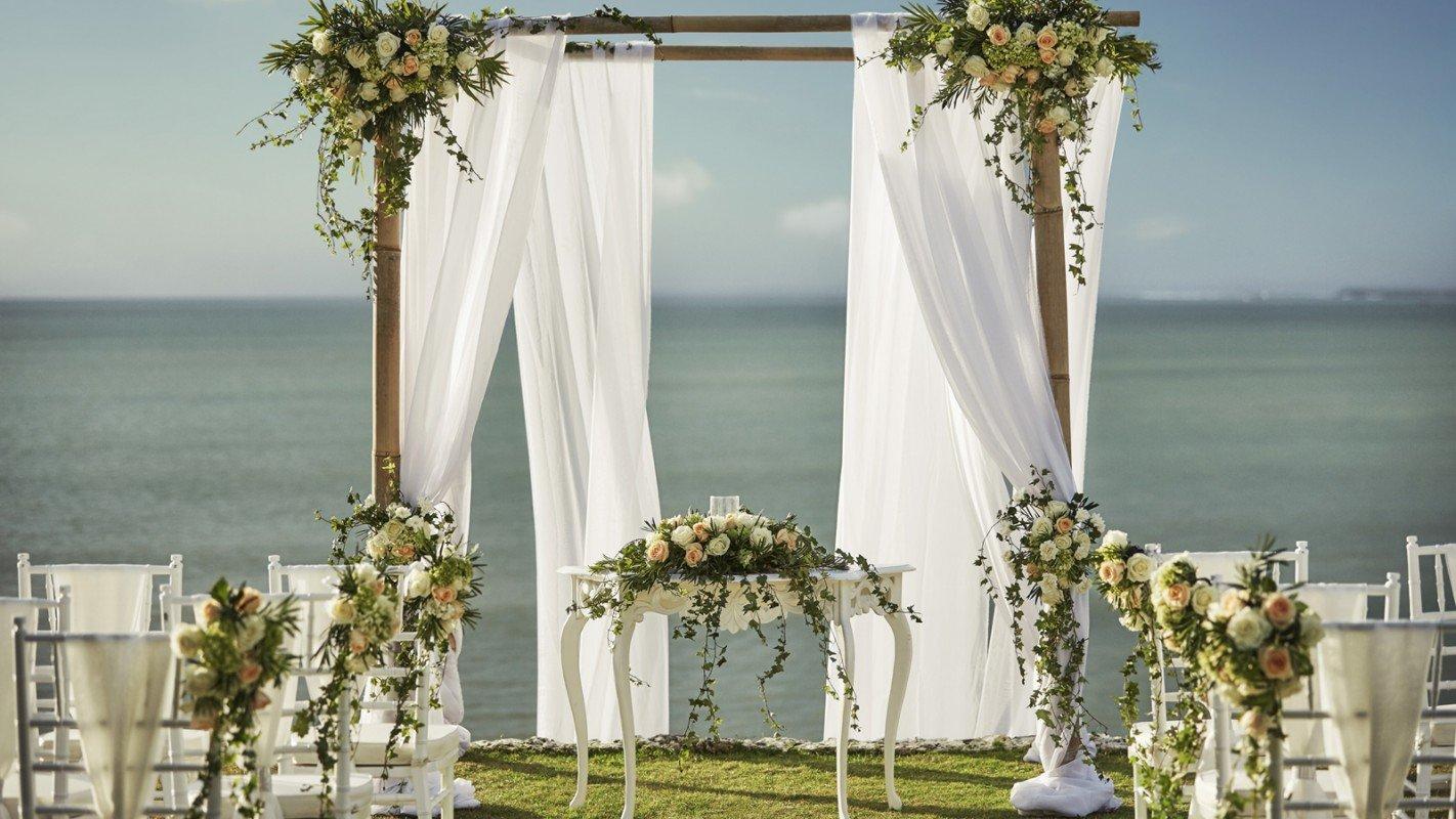 Свадьба в лучших балийских традициях в Four Seasons Resort Bali at Jimbaran Bay