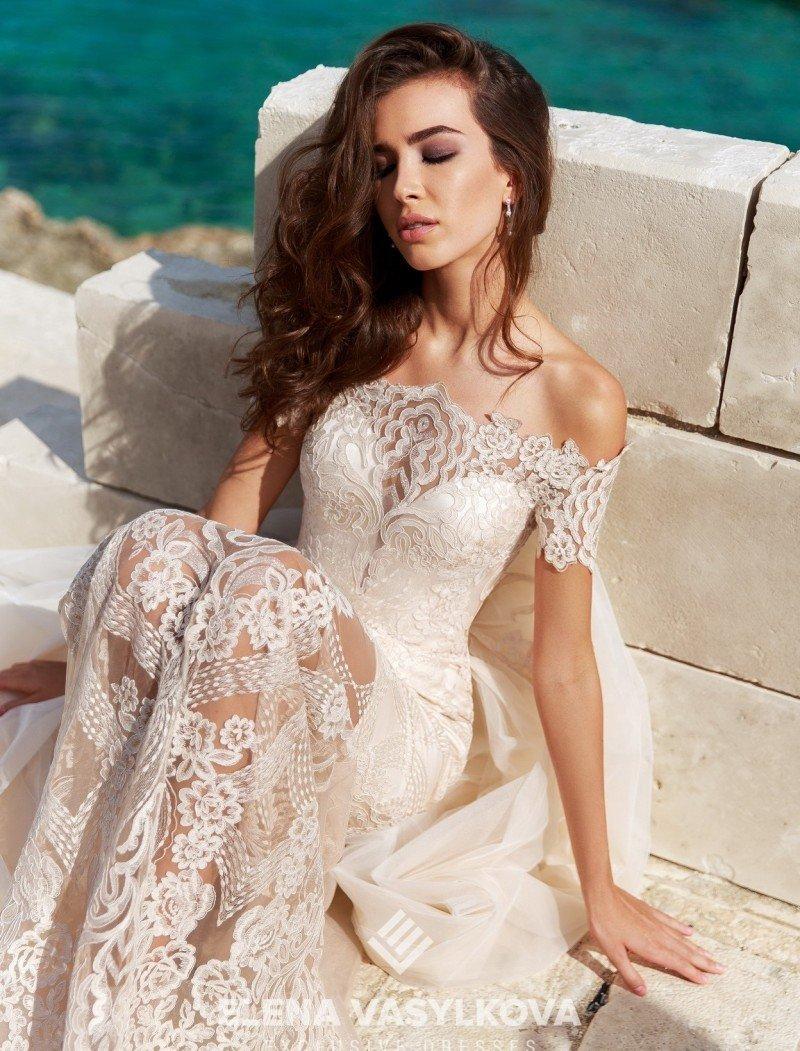 939224bf637 Типы декольте в моделях свадебных платьев от бренда ElenaVasylkova