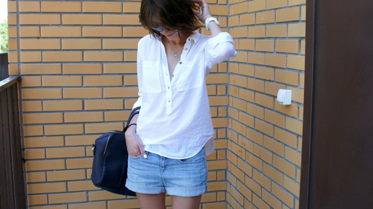 BLUE JEANS, WHITE SHIRT